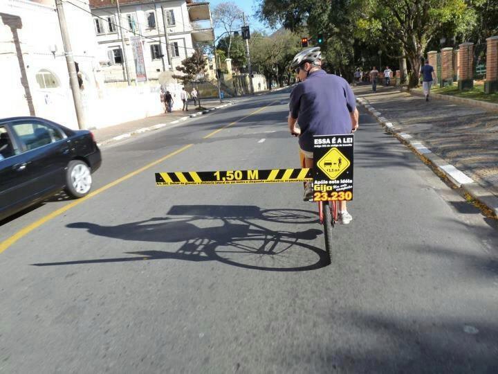d passer un cycliste en ville un m tre c 39 est ligue contre la violence routi re. Black Bedroom Furniture Sets. Home Design Ideas